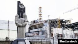 Пам'ятник ліквідаторам біля Чорнобильської АЕС. Квітень 2015 року