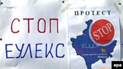 Plakati protiv EULEX-a u Gračanici