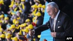 Нұрсұлтан Назарбаев Тұңғыш президент күні жастар алдына шықты. Астана, 1 желтоқсан 2012 жыл.