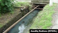 Lənkəranda açıq kanalizasiya kanalları