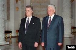 Гунтис Улманис и Борис Ельцин. 1994 год