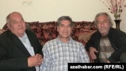 (çepden saga) Gulam Salyr, Suhan Salarniýa, Halmyrat Myrat halypa. 2012 ý.