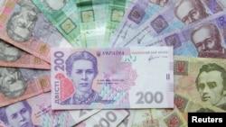 Згідно з законом про держбюджет, Кабінет міністрів України підвищуватиме прожитковий мінімум для працездатних осіб цього року в три етапи – загалом до суми 1762 гривні