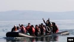 Suriya qaçqınları Yunanıstana üzür.