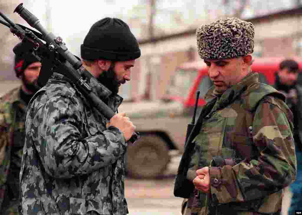 Russia - Chechnya -- Chechen President Aslan Maskhadov (R) and Chechen warlord Shamil Basayev, 1999