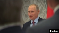 Владимир Путин гуфт, нашри феҳраст, робитаҳои Русияву Амрикоро бадтар мекунад.