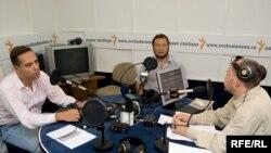 Владимр Милов, Борис Кагарлицкий и Михаил Сколов в студии Радио Свобода