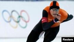 Sven Kramer gjatë garës së patinazhit të shpejtë në Soçi