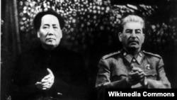 Мао Цзэдун и Иосиф Сталин в московском Большом театре на торжествах по случаю 70-летия Сталина. Декабрь 1949