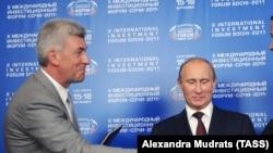 Валерий Израйлит (слева) и Владимир Путин