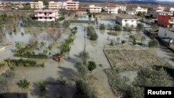 Албанија, поплави, архивска снимка
