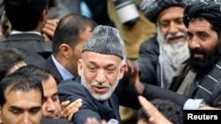 Хамид Карзай после заседания Лойя Джирги - всеафганского совета старейшин