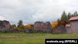Замак у асеньнім антуражы