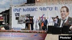 Çiçəklənən Ermənistan Partiyasının seçki lövhəsi