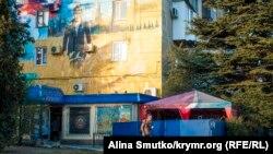 Зображення Володимира Путіна на будинку в Севастополі