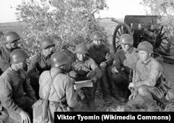 Советские солдаты на привале