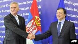 Noul președinte sârb Tomislav Nikolic și președintele Comisiei Europene Jose Manuel Barroso, Bruxelles, iunie 2012.