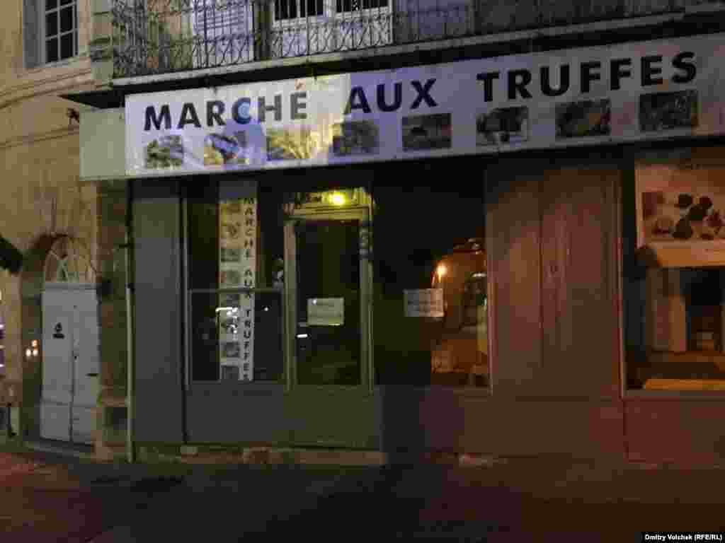 Еще один рынок трюфелей, в Сарла-ла-Канеда, вечер после торгов