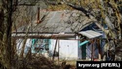 Обветшалый дом в Морозовке, отопление печное, водопровода нет