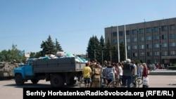 Раздача гуманитарной помощи в Славянске, 13 июля 2014 года