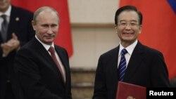 Премьер-министр России Владимир Путин и премьер Госсовета КНР Вэнь Цзябао.