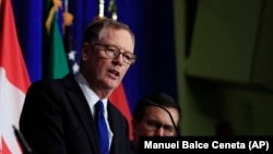 U.S. -- U.S. Trade Representative Robert Lighthizer, center, with Canadian Minister of Foreign Affairs Chrystia Freeland, left, and Mexico's Secretary of Economy Ildefonso Guajardo Villarreal, right, speaks during the conclusion of the fourth round of neg