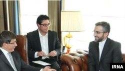 علی باقری، معاون سعيد جليلی در دیدار با احمد داوود اوغلو، وزیر امور خارجه ترکیه