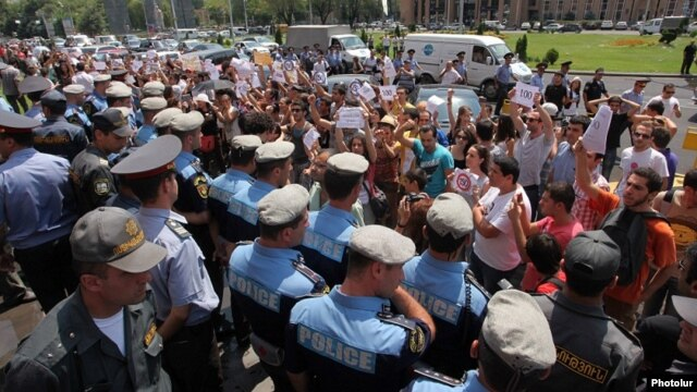 Armenia - Youth activists demonstrate against bus fare hikes in front of the Municipality of Yerevan, 23Jul2013.