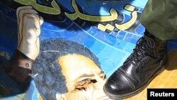 Несмотря ни на что, Муамар Каддафи сдаваться не намерен