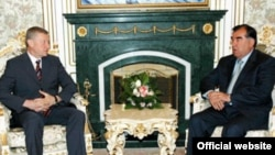 КХШТ¸ тожик президенти Имомали Раҳмон расман сўров йўллаганидан сўнггина¸ Тожикистонга қўшин киритиш масаласини кўриб чиқиши мумкин.