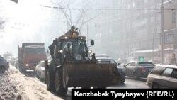 Алматы көшелерінде жүрген көліктер. 5 желтоқсан 2012 жыл. (Көрнекі сурет).