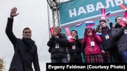 """Навальный на митинге в Новосибирске, Евгений Фельдман для проекта """"Это Навальный"""""""