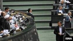 محمود احمدی نژاد، رییس جمهور اسلامی ایران، هنگام حضور در مجلس.