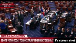 Сенат голосует за отмену чревычайного положения