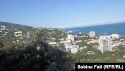 Ialta, Crimeea 2016: orașul văzut de pe dealul din sud