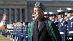 ԱՄՆ - Պատվո պահակախումբը ողջունում է Աֆղանստանի նախագահ Համիդ Քարզային Պենտագոնի մուտքի մոտ, Վաշինգտոն, 10-ը հունվարի, 2013թ.