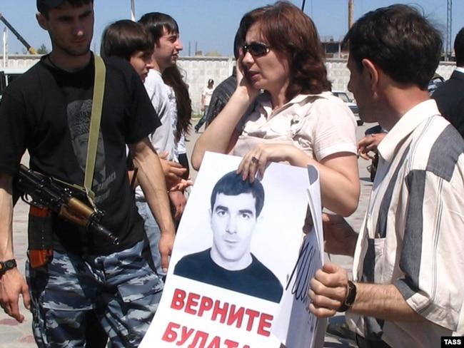 Наталья Эстемирова в Грозном, 2007 год. Фото: ТАСС