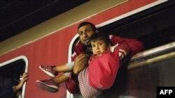 Поезд с мигрантыми, которые едут в Сербию с македонско-греческой границы