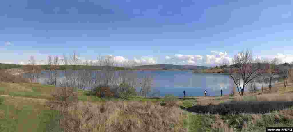 Весна 2016. Симферопольское водохранилище наполнено на 80%. Этому способствовали подходящие погодные условия