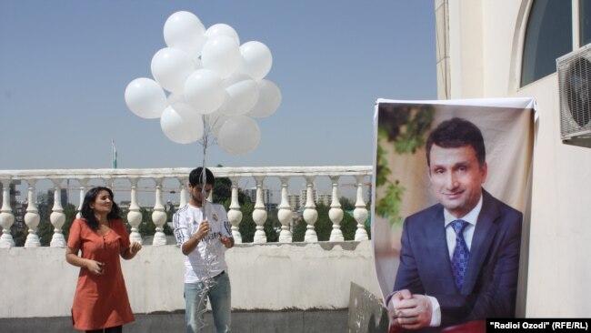 Флэш-моб в поддержку Зайда Саидова в центре Душанбе. Архивное фото