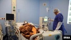 ارشیف، په ایران کې په کرونا ویروس اخته کس