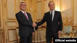 France-- President François Hollande (R) meets Armenian President Serzh Sarkisian in Paris, 1Oct2013