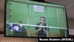 Анна Павликова по видеосвязи из СИЗО выступает в зале суда