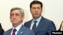 Armenia - President Serzh Sarkisian (L) and his son-in-law Mikael Minasian during a joint public appearance in Yerevan, 7Nov2009.
