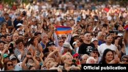 U.S. -- Armenian Americans attend a rally held by Armenian Prime Minister Nikol Pashinian in Los Angeles, September 22, 2019.