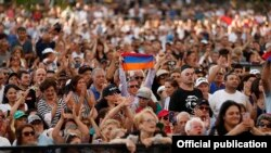 Հայերը Լոս Անջելեսում՝ վարչապետ Նիկոլ Փաշինյանի ելույթի ժամանակ, 22-ը սեպտեմբերի, 2019թ․