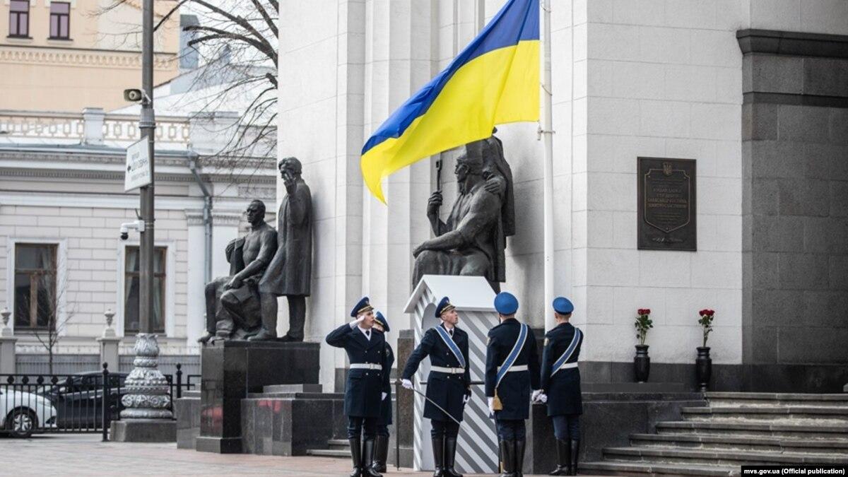 МВД вводит церемонию смены почетного караула у здания Рады в праздники и выходные