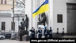 1 березня на площі Конституції біля будівлі парламенту відбулася перша така церемонія