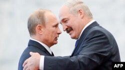 Олександр Лукашенко і Володимир Путін у Мінську, 10 жовтня 2014 року