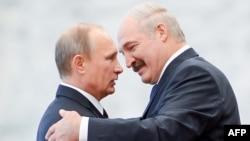 Президент Росії Володимир Путін (ліворуч) та президент Білорусі Олександр Лукашенко під час зустрічі у Мінську. Архівне фото